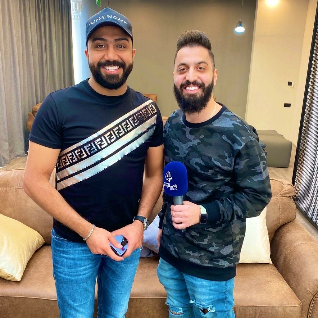 صالح مع النجم العراقي مصطفى العبدالله في مسرح المجاز
