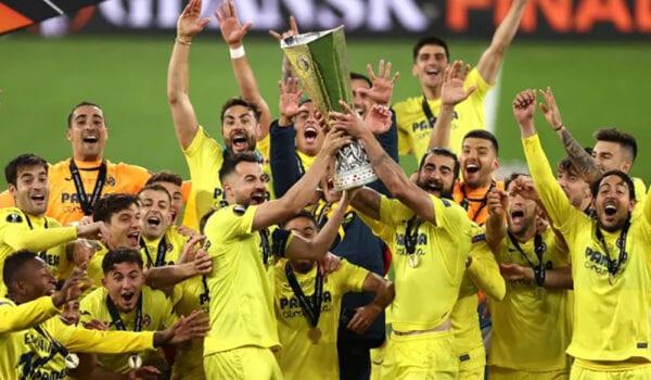 فياريال بطلًا للدوري الأوروبي لأول مرة في تاريخه بعد الفوز على مانشستر يونايتد
