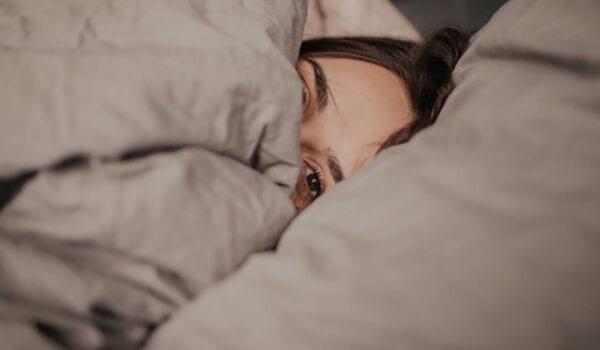 """النوم """"الخاطئ"""" يسرّع ظهور التجاعيد"""