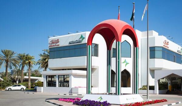 صحة دبي: 8 من كل 10 أشخاص من المصابين بكورونا هم من غير المطعمين