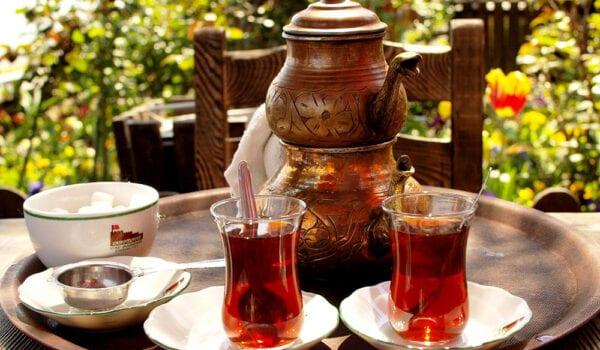 أضرار شرب الشاي بعد الطعام مباشرة