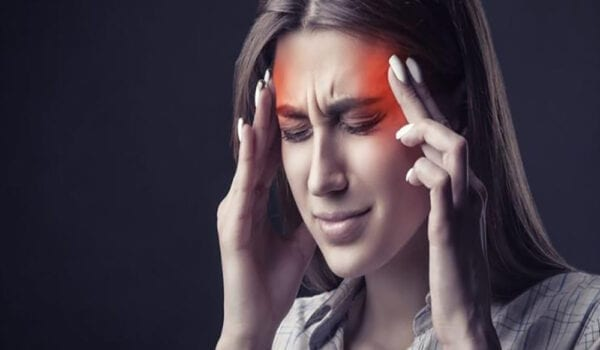 الصداع المفاجئ أبرز أعراض متحوّر كوفيد-19 الجديد