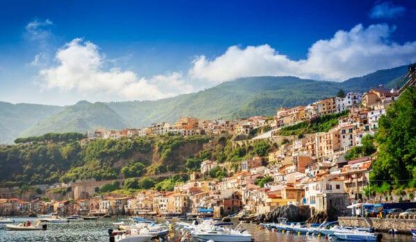 قرى إيطالية تدفع 33 ألف دولار لمن ينتقل للعيش بها .. بشرط