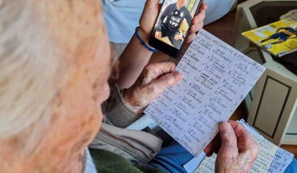 بخط يده… معمّر أرجنتيني يوثق كل أهداف ميسي خلال مسيرته