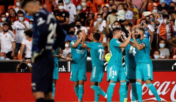 ريال مدريد يتخطى فالنسيا وينفرد بصدارة الدوري الإسباني