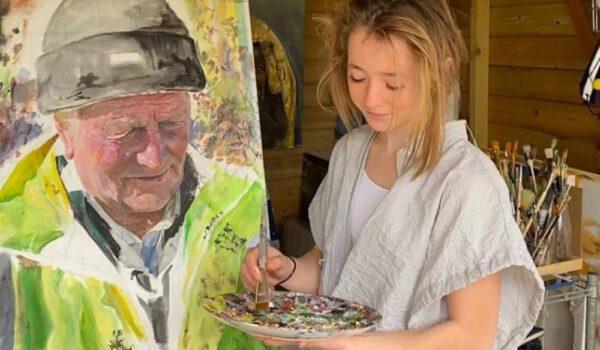 كورونا يجعل من مراهقة بريطانية فنانة عالمية